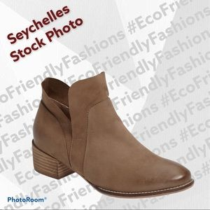 Seychelles Women's Dwelling Ankle Bootie in Taupe